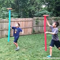 Pool Noodle Frisbee Race 🏃🏻‍♂️ ages 🏃🏻‍♀️ All you need are some pool noodles and frisbees for this fun outdoor activity! The goal is to… Noodles Games, Pool Noodle Games, Pool Noodles, Pool Noodle Crafts, Field Day Activities, Field Day Games, Summer Activities, Pe Activities, Outdoor Party Games