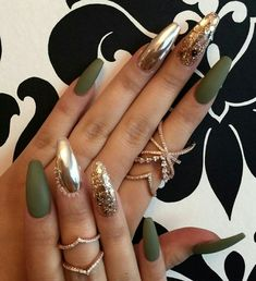 If you like the simple round nails and the formal appearance of the square nails … - Nail Design Ideas! - If you like the simple round nails and the formal appearance of the square nails … # - Colorful Nail Designs, Acrylic Nail Designs, Green Nail Designs, Chrome Nails Designs, Gorgeous Nails, Love Nails, Nagel Gel, Square Nails, Trendy Nails