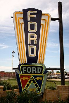Love this cool old vintage Ford sign. Can imagine this outside our dealership, Prestige Ford in Garland, Texas a yesteryear ago. Ford Lincoln Mercury, Web Banner Design, Vintage Neon Signs, Vintage Cars, Vintage Room, Vintage Auto, Retro Cars, Ford Motor Company, Ford Mustang