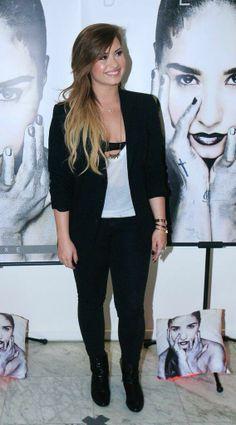 Demi Lovato, Conferencia de Prensa en  Sao Paulo, Brasil 22-04-14