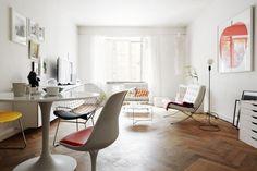 화이트톤의 모던한 21평 아파트 인테리어 Vasastan, Sweden에 있는 21평 아파트 인테리어입니다. 전체적으로 깔끔한 화이트톤 베이스에 블랙과 여러가지 컬러를 조합하였네요. 모던하고 미니멀한 디자인입니다.