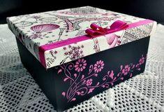 Resultado de imagem para caixas decoradas Pretty Box, Jewellery Boxes, Barbie, Diy Box, Scrapbook Albums, Christmas Printables, Box Packaging, Box Art, Painting On Wood