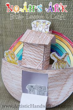 Noah's Ark Bible Lesson & Craft at www.ArtisticHandsofFaith.com This is awesome & includes FREE printables!