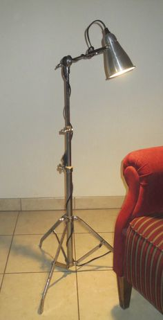 L&O 16 drum stand lamp