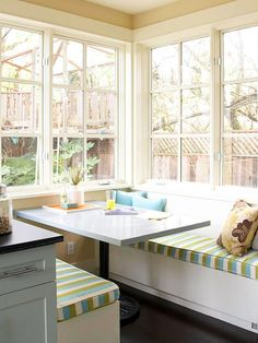 Bar ispirazioni banquette : ... on Pinterest Breakfast bars, Craft desk and Kitchen banquette
