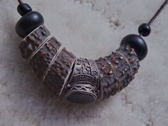Bijou tribal Sylveries, collier ethnique en bois de cerf, perles noires et bague en argent et onyx