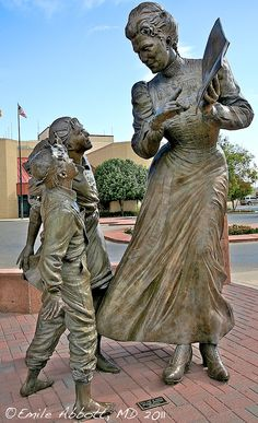 First Lady of Artesia Monument Outdoor Sculpture, Outdoor Art, Bronze Sculpture, Sculpture Art, Nature Pictures, Beautiful Pictures, Creative Art, The Incredibles, Kultura