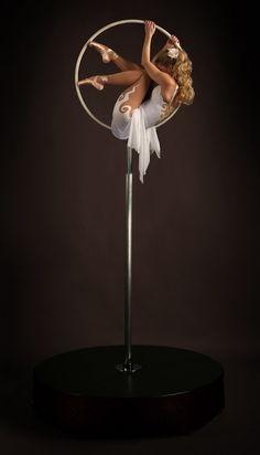 Free standing hoop - show Kiera