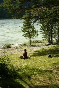 Yoga Asana and Meditation. Relaxing and meditating in nature can be such a rewarding experience. It's so nice to get away from your everyday routine and relax in a place so peaceful. Yoga Vinyasa, Le Havre, The Great Outdoors, Summer Vibes, Beautiful Places, In This Moment, Explore, Adventure, Travel
