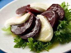 Punajuuri-mozzarellasalaatti - Reseptit - Yhteishyvä