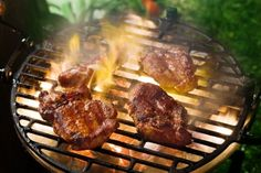Looking for a good charcoal grill? Check our buying guide from product experts http://yummyribs.com/how-to-buy-charcoal-grill/ #grill #blackfriday #bbq