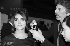 Retouche coiffure avant le passage de Joyce Jonathan sur le photocall des #NMA. Cannes, Music Awards 2014, Nrj Music, Hair Style