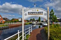 Der Anleger in Ostrhauderfehn. Von hier aus kann man die Wiekentour per Boot starten und Ostfrieslands Fehnlandschaft vom Boot aus kennenlernen.