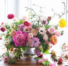 Adore the wild, messy arrangement--sans twigs. Beautiful Flower Arrangements, Floral Arrangements, Arte Floral, Ikebana, Floral Bouquets, Belle Photo, Flower Decorations, Flower Designs, Planting Flowers