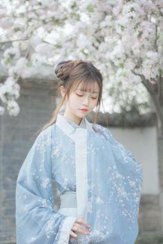 Korean Fashion Trends you can Steal – Designer Fashion Tips Chinese Traditional Costume, Traditional Fashion, Traditional Dresses, Oriental Dress, Oriental Fashion, Ancient Beauty, Chinese Clothing, Chinese Culture, Hanfu
