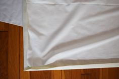 How to make your own cordless roman shades out of cheap vinyl mini blinds! All you need are some basic tools and materials, and a little bit of patience. Cordless Roman Shades, Diy Roman Shades, Diy Window Shades, Vinyl Mini Blinds, Modern Blinds, Diy Blinds, Cheap Vinyl, Basic Tools, Roman Blinds