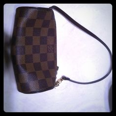 Louis Vuitton papillon mini  authentic! Louis Vuitton papillon mini coin purse. Great for going out with cards and lipstick.  Little wear on zipper. In photo.  In wonderful condition. Super cute!  100% authentic! Louis Vuitton Bags