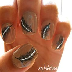 want to do this just one feather on ring finger,,,,SPARKLING Feather Nails Get Nails, Fancy Nails, Love Nails, How To Do Nails, Pretty Nails, Hair And Nails, Gorgeous Nails, Feather Nails, Peacock Nails