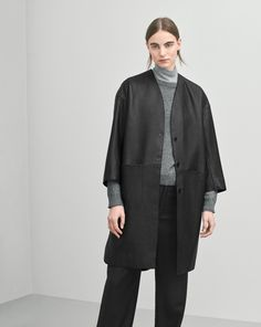 clean and minimal collarless leather coat with cropped sleeves in a structured lamb leather.  Metal push buttons Oversize coccon fit with dropped shoulder seam.  Above knee length. - Firm structured leather _ Philippa K AW16 1-17-23168-F16