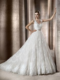 8WDSHOP.CO - Buy 2013 A-line Gorgeous Ball Gown V-neck Lace Chapel Train Wedding Dress At Cheap Prices