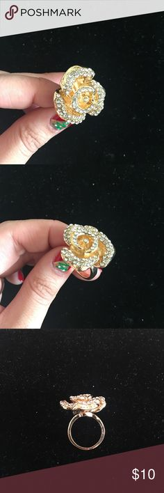 Gold rose ring EXCELLENT CONDITION Size 7 JustFab ring! Sparkly and classy statement ring JustFab Jewelry Rings