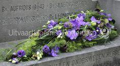 Modern • kiststuk • rouwbloemwerk • rouwstuk • Vanda • Orchideeën • Calla • Lisianthus •