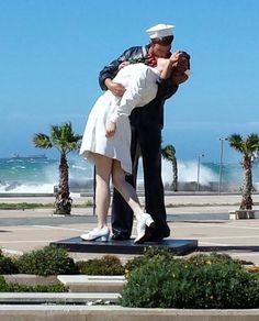 Arrival in the Port of Civitavecchia sailor kissing nurse. ♥