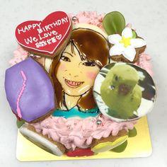 ボディボードとインコ好きな女性のケーキ Happy We, Birthday Cake, Cakes, Portrait, Desserts, Food, Tailgate Desserts, Birthday Cakes, Deserts