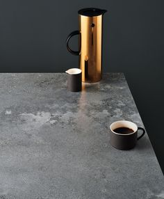 Kitchen Remodeling Countertops Domesticated concrete with the NEW Rugged Concrete 4033 - Caesarstone® Kitchen Cabinets And Countertops, Outdoor Kitchen Countertops, Concrete Kitchen, Stone Kitchen, Concrete Countertops, Diy Kitchen, Kitchen Layout, Kitchen Backsplash, Kitchen Ideas