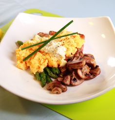Maxines Burn : Scrambled Eggs with Mushroom & Asparagus