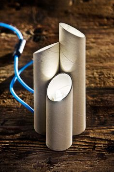 "Andrea Grappoli is a designer who is part of the project ""designart"": explore all the applications of design in architecture auto-producing unique pieces or in limited editions that are made with recycled materials. Among the works that presented us, we loved this table lamp made of recycled cardboard tubes, our cable covered with our Turquoise wire and a black switch. Italy:www.creative-cables.it Usa: www.creative-cables.com Europe&Australia:www.creative-cables.net #homedecor #design…"