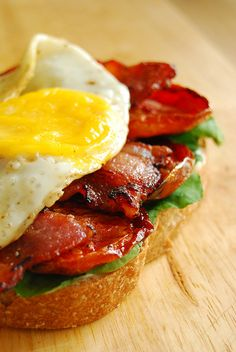 80 Breakfasts: Breakfast BLT with Slow Roasted Tomatoes & Egg Breakfast Desayunos, Breakfast Dishes, Breakfast Recipes, Crostini, Bruschetta, Slow Roasted Tomatoes, Roasted Bacon, Little Lunch, Good Food