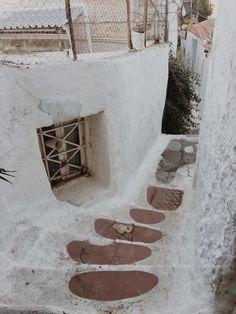 Poznajcie naszą subiektywną listę nieznanych miejsc w Atenach   #athens #travelphotography #ateny #podróże #artystycznapodroz #modernoutdoors #grecja #vzcomood #gooutside #polandgrams #adventuretime #igerspoland #podróż #autumn #przyroda #architecture  #anafiotika #main_vision #iphonex #natura #outdoorphotography #agameoftones #acropolis #athens #ruins #vscodaily #prostozpodrozy #ateny #aov #shotoniphone Stepping Stones, Outdoor Decor, Home Decor, Stair Risers, Decoration Home, Room Decor, Home Interior Design, Home Decoration, Interior Design
