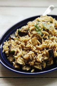 Eggplant Orzo with Toasted Hazelnuts (to veganize. Healthy Side Dishes, Side Dish Recipes, Vegetable Recipes, Pasta Recipes, Vegetarian Recipes, Dinner Recipes, Healthy Recipes, Pasta Plus, Vinaigrette