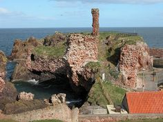 Dunbar Castle: The Battle of Dunbar was the only significant field action in the campaign of 1296. King Edward I of England had invaded Scotland in 1296 to punish King John Balliol for his refusal to support English military action in France. http://en.wikipedia.org/wiki/Battle_of_Dunbar_(1296) Photo: http://www.undiscoveredscotland.co.uk/usbiography/r/agnesrandolphdunbar.html Dunbar, East Lothian