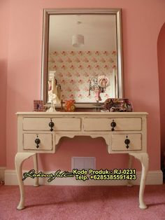 Home Decorating Style 2019 for 10 Plus Out Of the Box Makeup Vanity Furniture, you can see 10 Plus Out Of the Box Makeup Vanity Furniture and more pictures for Home Interior Designing 2019 at Homedecorlinks. Dressing Table Design, Dressing Table Vanity, Dressing Tables, Dressing Room, Antique Vanity Table, Wood Vanity, Ikea Vanity, Vintage Vanity, Painting Wood Furniture White