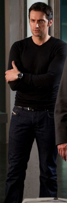 Richard Armitage in all black, could there be anything more perfect!  (rhetorically speaking)