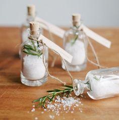 marturii de nunta rustice sticlute cu rozmarin