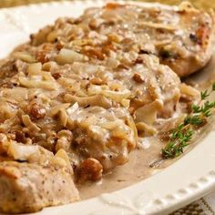 How to make walnut sauce. For sure that in more than one occasion you eat roasted meats with a good dressing and a homemade sauce to enhance the flavour. In this OneHowTo article we show you how to make walnut sauce to accompa. Seafood Casserole Recipes, Seafood Boil Recipes, Crab Meat Recipes, Baked Pasta Recipes, Chowder Recipes, Sauce Recipes, Sea Food Salad Recipes, Healthy Salmon Recipes, Lasagna Recipe Taste