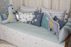 Baby Cot Bumper, Baby Cribs, Baby Pillows, Kids Pillows, Baby Bedroom, Baby Room Decor, Die Dinos Baby, Luxury Nursery, Baby Sewing Projects
