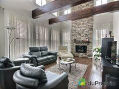 Les poutres de bois apparentes donnent un cachet irrésistible ! Maison a vendre Mont-St-Hilaire, 722, rue des Passerins, immobilier Québec | DuProprio