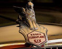La marque automobile Américaine de voitures Essex-Terraplane fut fondée en 1932, la marque s'éteignit en 1934.