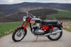 Vintage Bikes, Vintage Motorcycles, Cars And Motorcycles, Motor Scooters, Motor Car, Yezdi Roadking, Royal Enfield Classic 350cc, Custom Wheels, Motorbikes