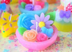 お花いっぱいのキャンドルです。 ハンドメイド、手作り、手仕事品の通販・販売・購入ならCreema。