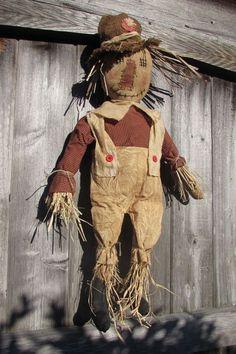Fall scarecrow Primitive Fall Crafts, Primitive Scarecrows, Fall Scarecrows, Primitive Pumpkin, Primitive Autumn, Scarecrow Doll, Halloween Doll, Fall Halloween, Fall Harvest