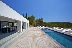 Minimalist House in Ibiza Villa by Diederik Maren and Dita Building Spanish House, Spanish Style, Garden Architecture, Modern Architecture, Ibiza Beach, Luxury Pools, Cool Pools, Outdoor Areas, Minimalist Decor
