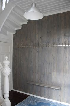 Beise panel i gangen: patinagrå Jotun interiørbeis