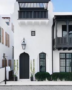 Ideas For Exterior House Design Modern Facades Architecture Mediterranean Architecture, Spanish Architecture, Mediterranean Homes, Facade Architecture, Tuscan Homes, L'architecture Espagnole, Spanish Style Homes, Spanish Revival, Spanish Colonial