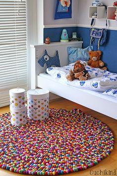Hast Du Lust euer eigenes Einrichtungsstück zu kreieren? Bei Sukhi kannst Du deinen #Teppich nach deinem persönlichen #Wünschen von unseren Handwerkern herstellen lassen. Die werden ihn dann direkt aus dem Herstellungsland liefern, da Sukhi keine Zwischenhändler hat. Mehr auf Sukhi.de erfahren!