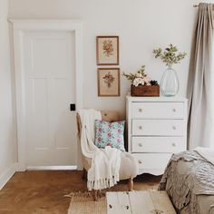 5 Dreamy must-have items for a welcoming guest room (Daily Dream Decor) 2019 5 Dreamy must-have items for a welcoming guest room The post 5 Dreamy must-have items for a welcoming guest room (Daily Dream Decor) 2019 appeared first on House ideas. Home Bedroom, Bedroom Decor, Bedroom Ideas, Bedroom Rustic, Design Bedroom, Master Bedrooms, Master Suite, Floral Bedroom, Bedroom Corner